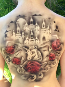 Kinderschminkfee Airbrush Tattoo Burg, Einhorn, Rosen